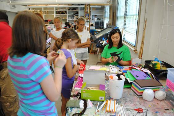 Juliet Kossman Artspass Program To Present A Free Holiday Craft